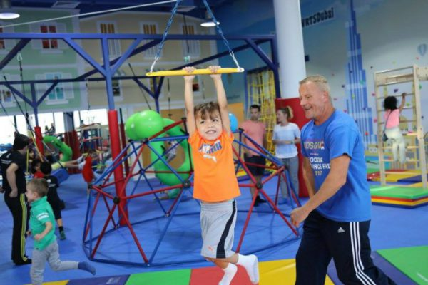 wrts dubai kid swinging